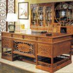 Деревянный стол руководителя